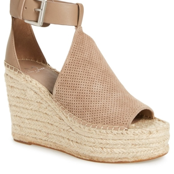 5fe793f0fd3 Marc Fisher Annie Perforated Espadrille Wedge. M 5b67a5b19539f7439404ea0e